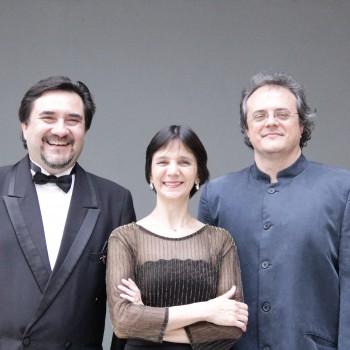 Os regentes Daniel Conejo,  Érica Hindrikson e Carlos Moreno (Foto: Desirée Furoni)