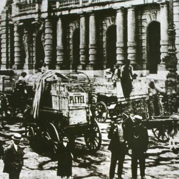 Chegada dos cenários em 11 de setembro de 1911, véspera da estreia (Acervo Theatro Municipal)