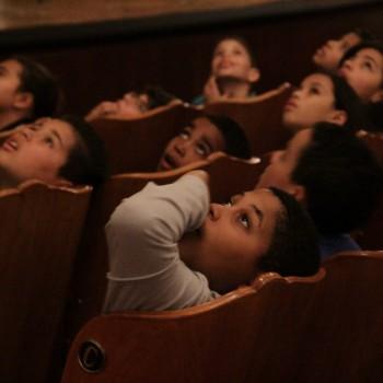 Crianças visitam o Theatro Municipal (Foto: Desirée Furoni)